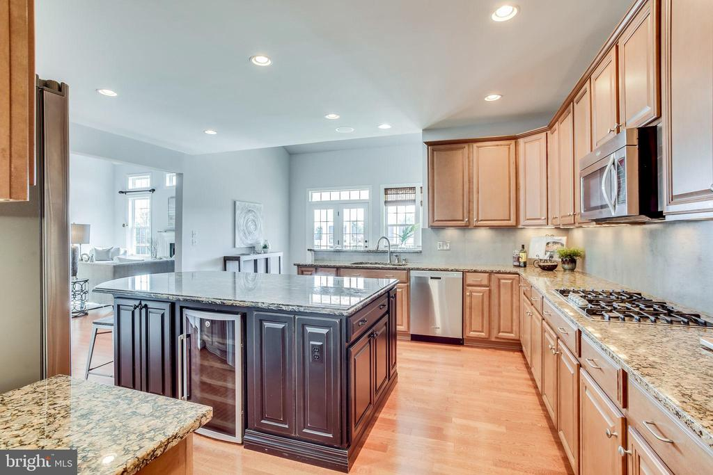Built in Wine Cooler - 20353 TANAGER PL, LEESBURG