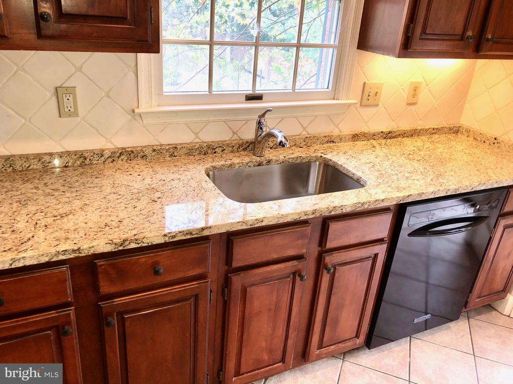 Enjoy the Brand New Granite & Sink! - 8178 MADRILLON CT, VIENNA