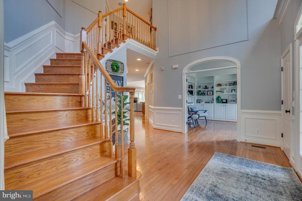Look at the beautiful curved doorways - 33 GRISTMILL DR, STAFFORD