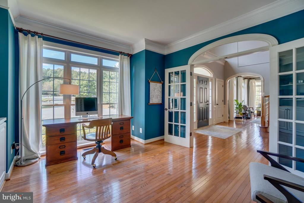 Glass doors provide privacy and openess - 33 GRISTMILL DR, STAFFORD