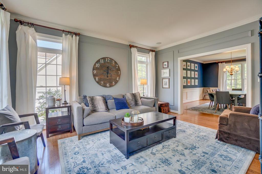 Flowing whole house color scheme throughout. - 33 GRISTMILL DR, STAFFORD