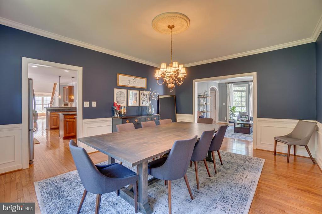 Dining room can hold an even larger table - 33 GRISTMILL DR, STAFFORD
