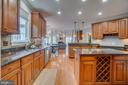Gleaming hardwoods, granite and stainless steel - 33 GRISTMILL DR, STAFFORD