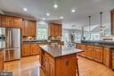 A cooks dream kitchen all for you - 33 GRISTMILL DR, STAFFORD