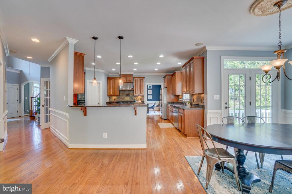 Open floor plan  with plenty of extra bar seating - 33 GRISTMILL DR, STAFFORD