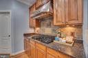 5 Burners with gourmet hood and walk in pantry - 33 GRISTMILL DR, STAFFORD
