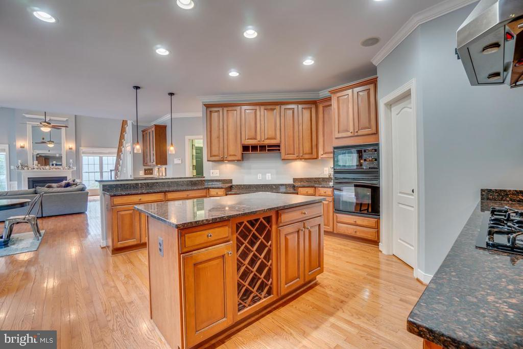 Custom cabinets take care of all of your needs - 33 GRISTMILL DR, STAFFORD