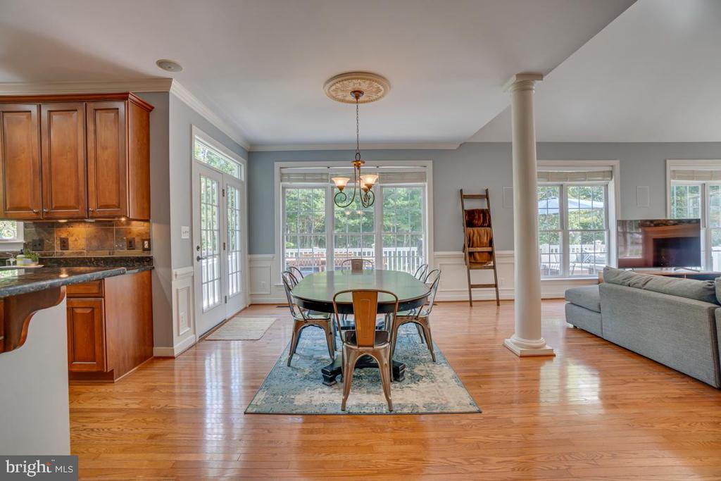 Casual and spacious additional eating space - 33 GRISTMILL DR, STAFFORD