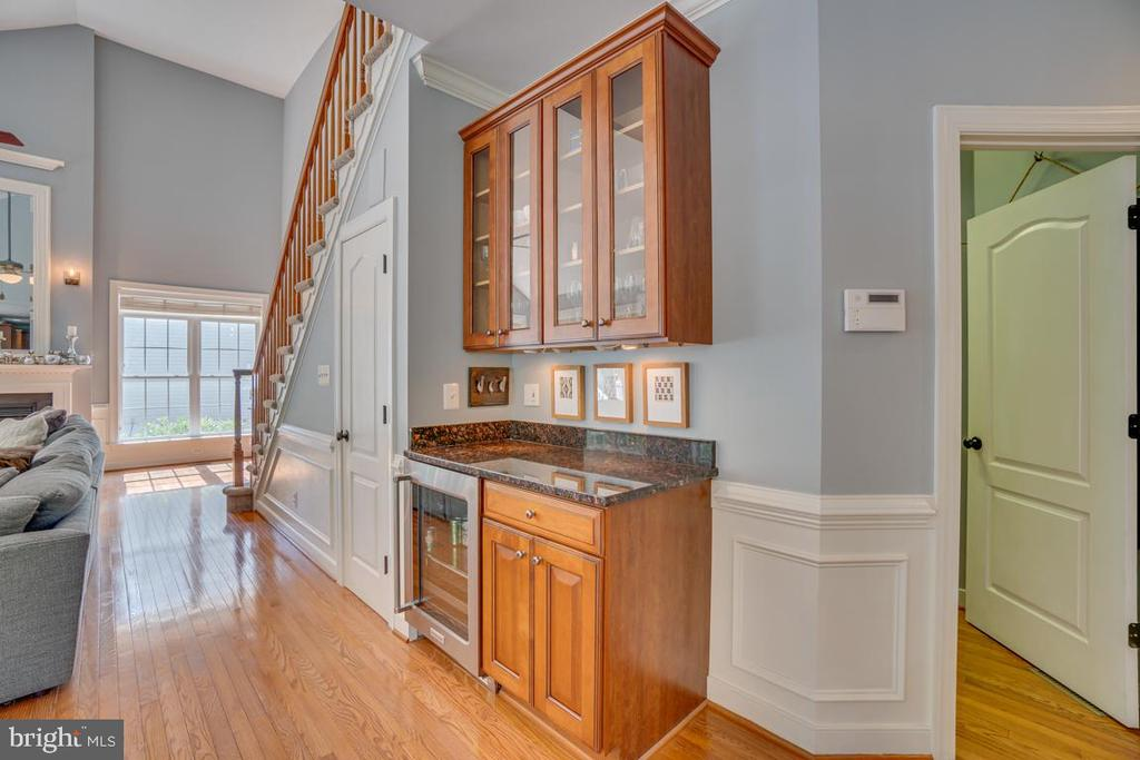 Large laundry room entrance to the right - 33 GRISTMILL DR, STAFFORD