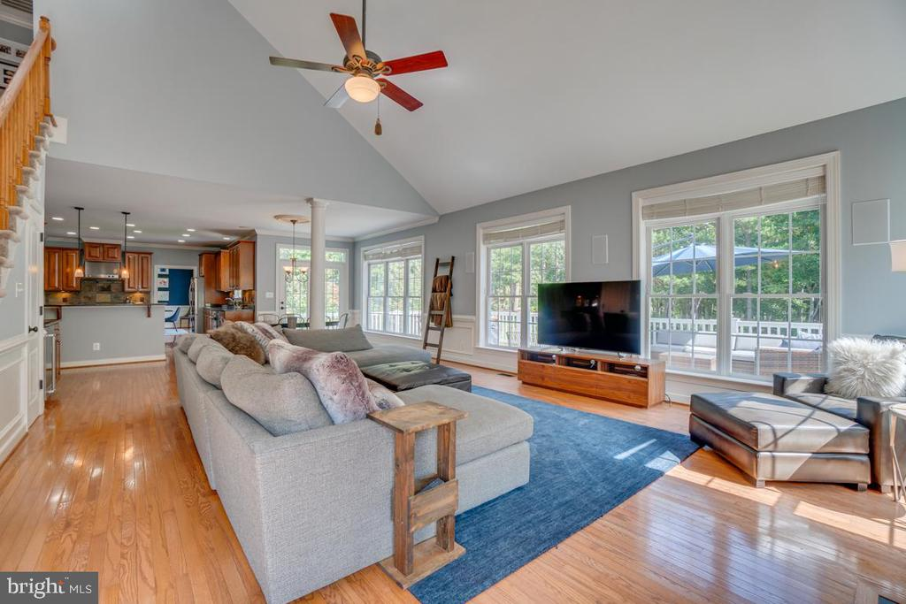 Light filled and spacious - 33 GRISTMILL DR, STAFFORD