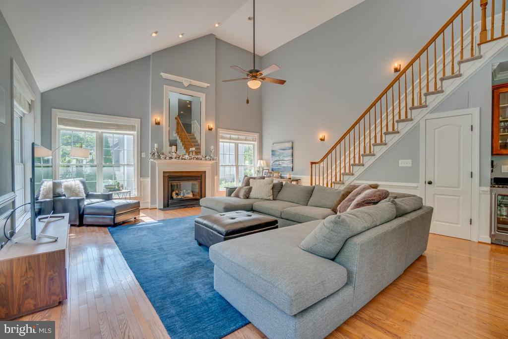 What a great family room. - 33 GRISTMILL DR, STAFFORD