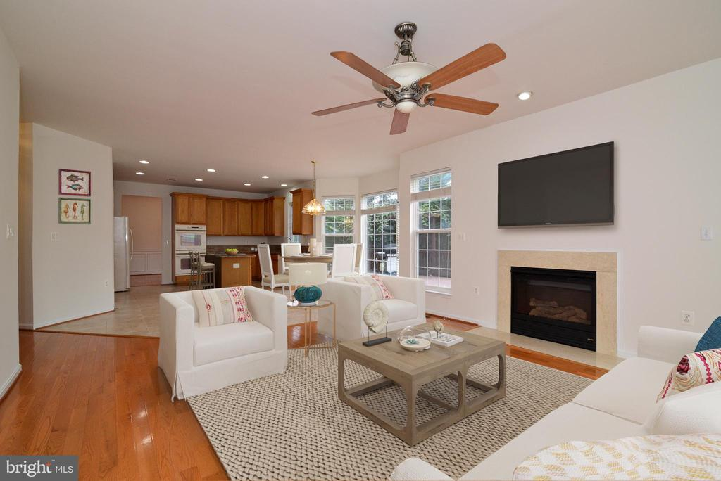 Open floorplan into family room - 709 TONQUIN PL NE, LEESBURG