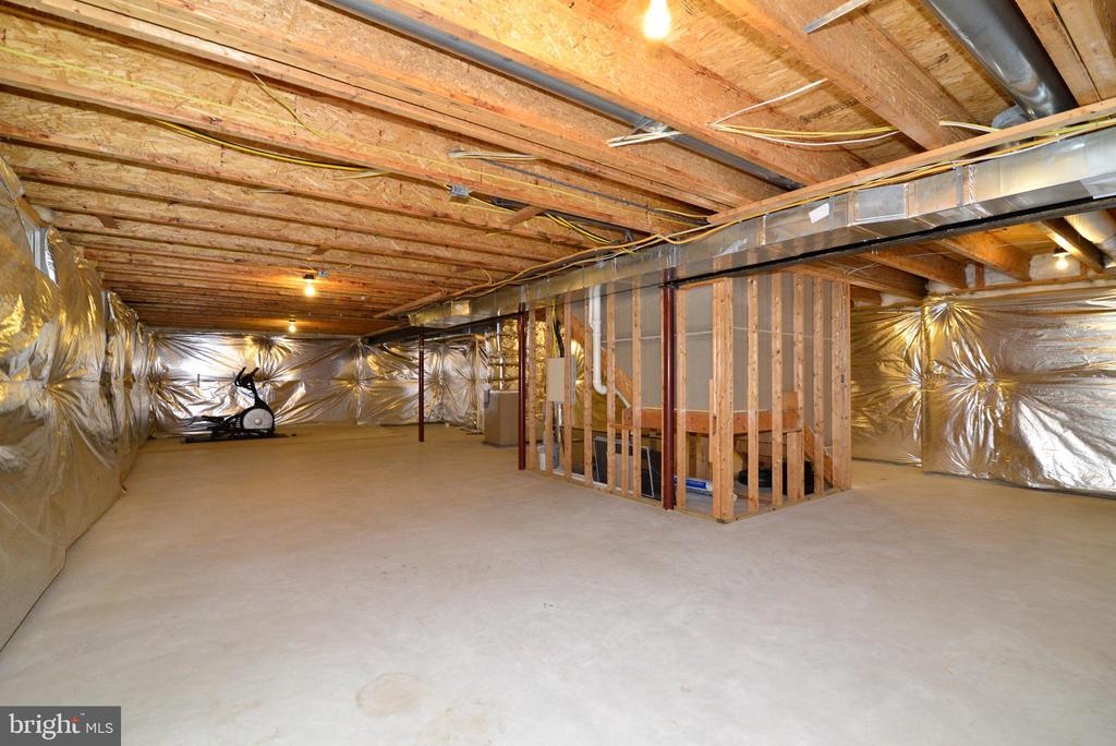 Expansive unfinished basement - 709 TONQUIN PL NE, LEESBURG