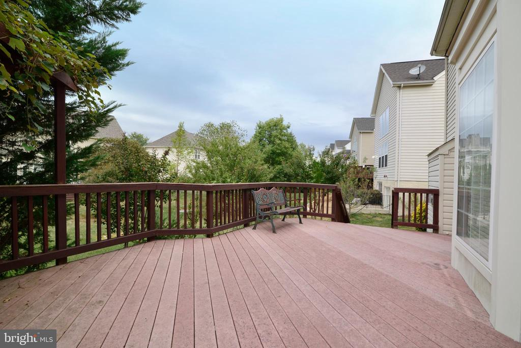 Perfect outdoor entertainment space - 709 TONQUIN PL NE, LEESBURG