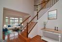 Welcoming 2-story foyer and gleaming hardwood - 709 TONQUIN PL NE, LEESBURG
