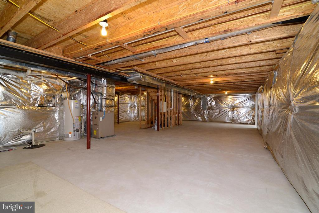 Basement has bathroom rough-in - 709 TONQUIN PL NE, LEESBURG