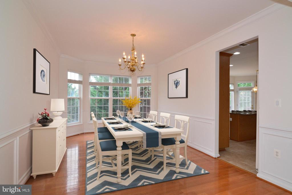 Lovely wainscoting in the formal dining room - 709 TONQUIN PL NE, LEESBURG
