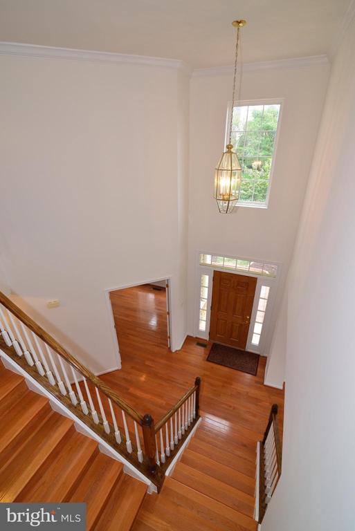 Impressive 2-story foyer - 709 TONQUIN PL NE, LEESBURG
