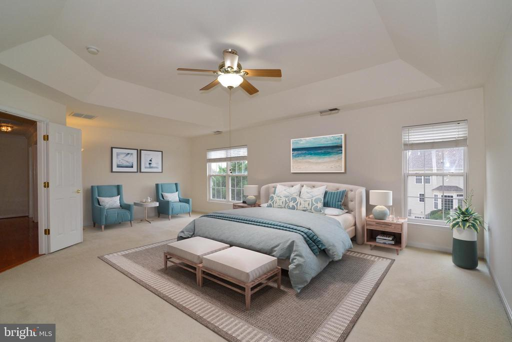 Enormous master bedroom with sitting area - 709 TONQUIN PL NE, LEESBURG