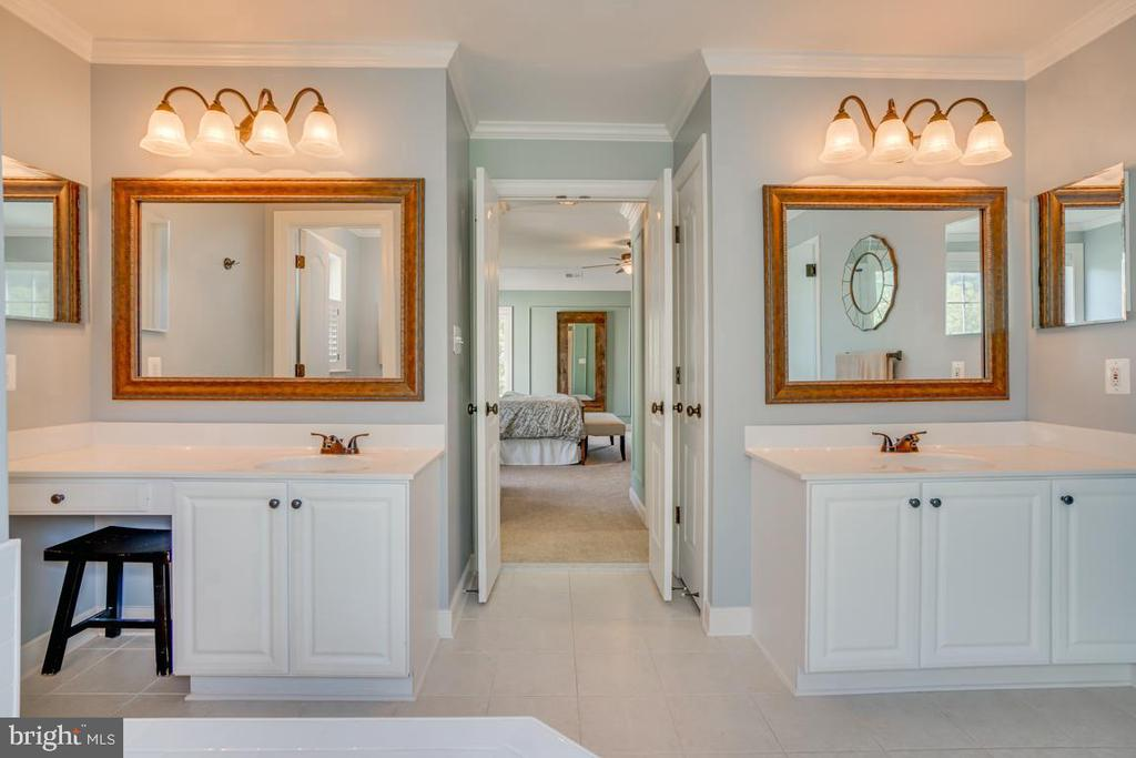 With separate sinks - 33 GRISTMILL DR, STAFFORD