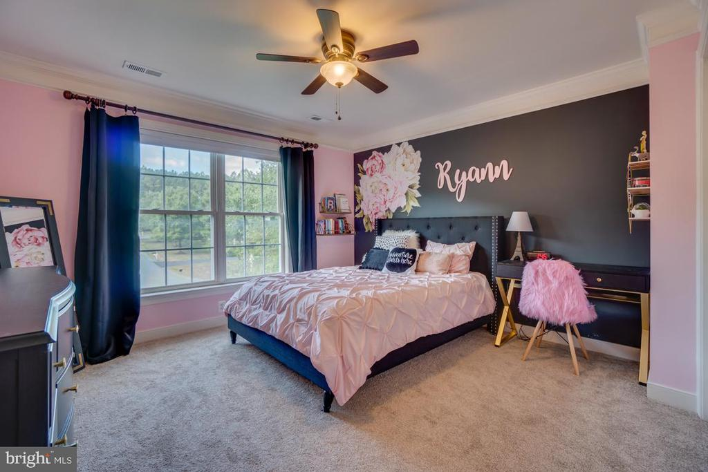 Bedroom 3. Great sized bedrooms - 33 GRISTMILL DR, STAFFORD