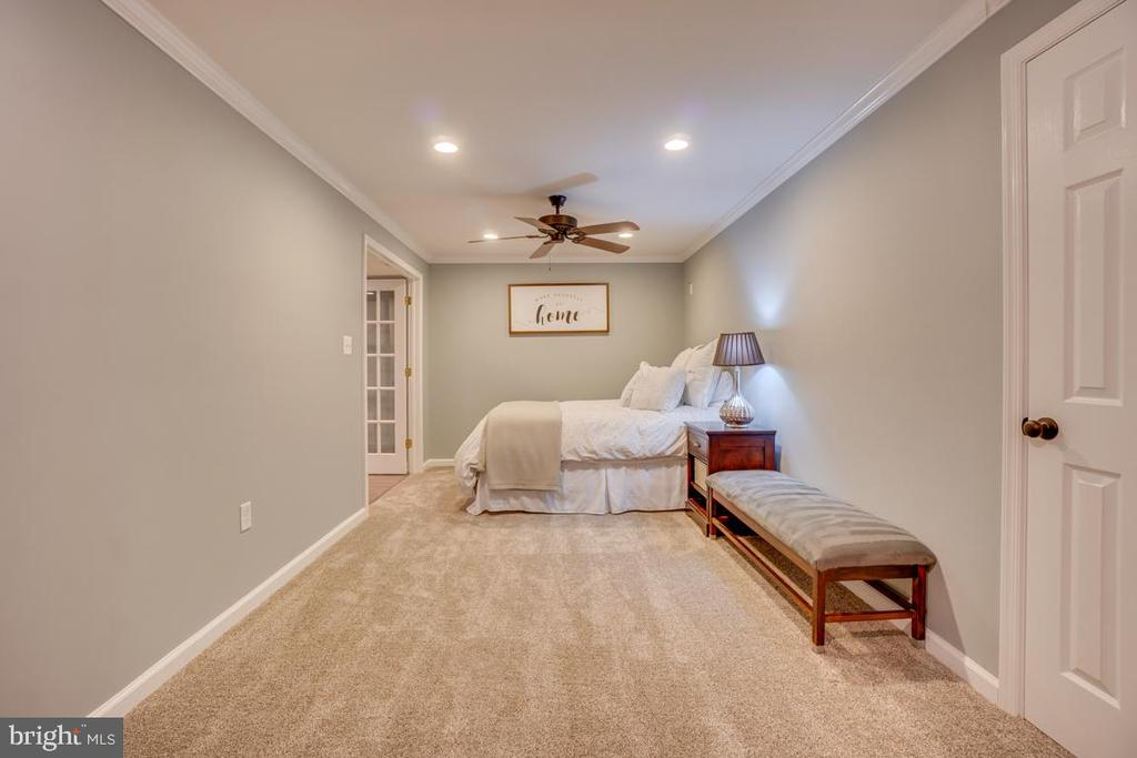Bedroom (NTC) like space - 33 GRISTMILL DR, STAFFORD