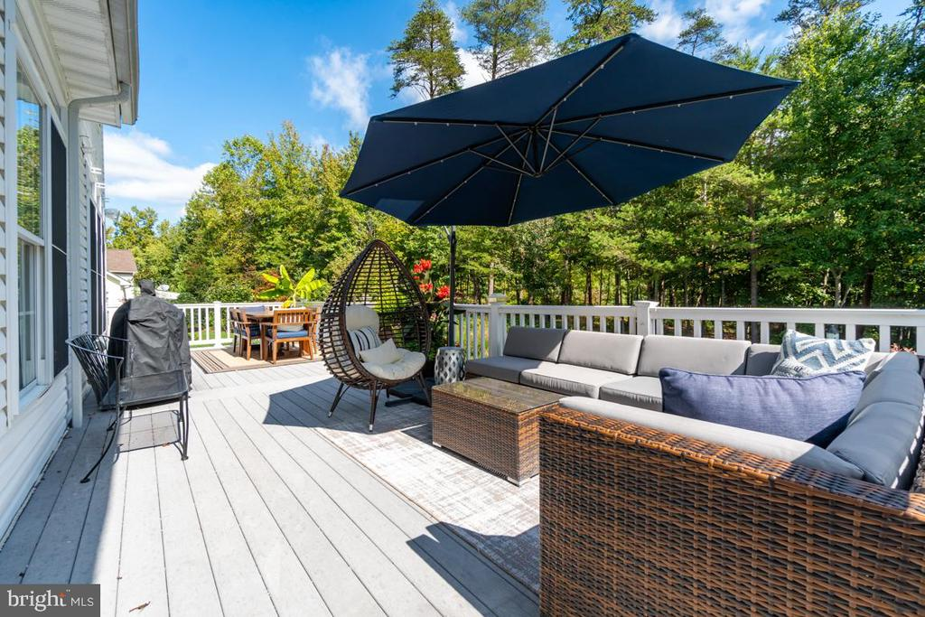 Generously sized for entertaining. - 33 GRISTMILL DR, STAFFORD