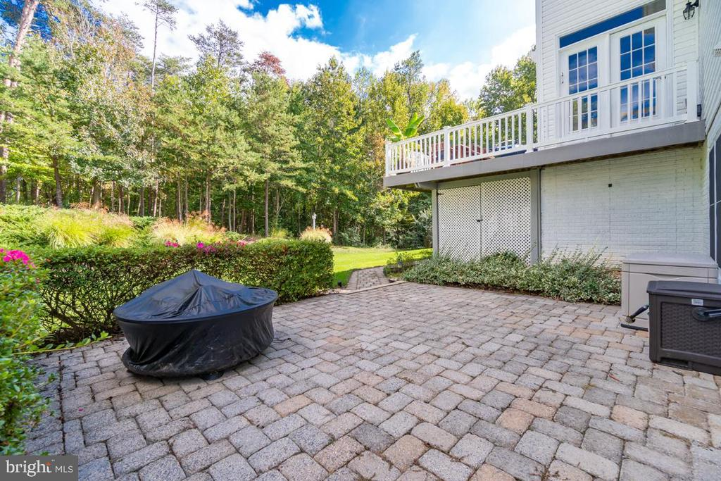 Additional outdoor space on patio - 33 GRISTMILL DR, STAFFORD