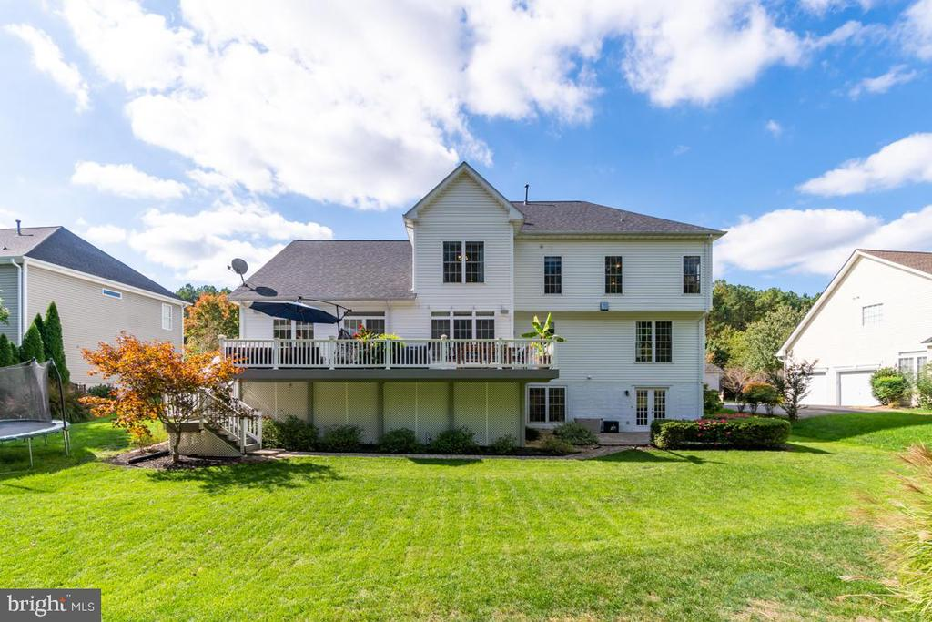 Large flat yard - 33 GRISTMILL DR, STAFFORD