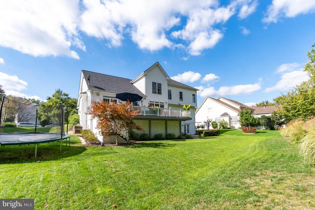 Beautifully landscaped. - 33 GRISTMILL DR, STAFFORD