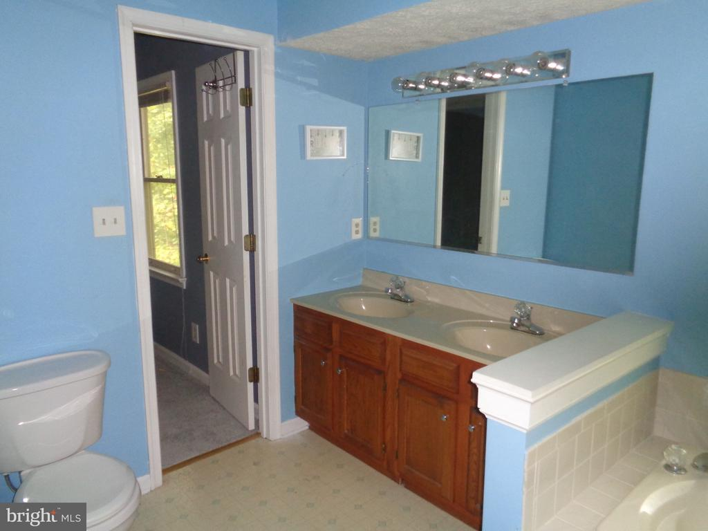 Master Bath.  Double Sink Vanity - 11111 STOCKADE DR, SPOTSYLVANIA