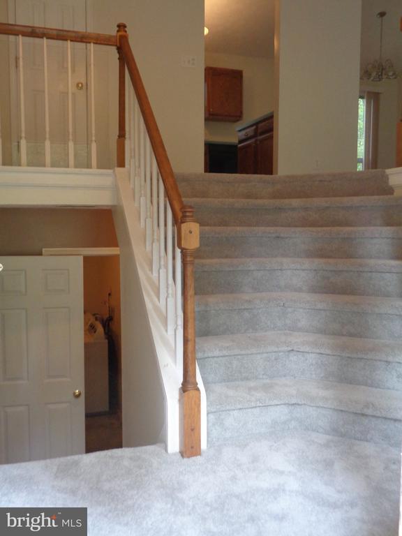 Impressive extra Wide Stairway Off Foyer - 11111 STOCKADE DR, SPOTSYLVANIA