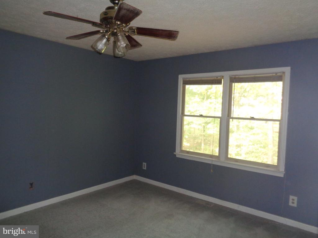 Master Bedroom.  Spacious And Bright - 11111 STOCKADE DR, SPOTSYLVANIA