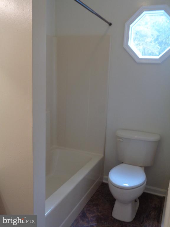 Full Bath Of Hallway.  Private Bedroom Entrance - 11111 STOCKADE DR, SPOTSYLVANIA