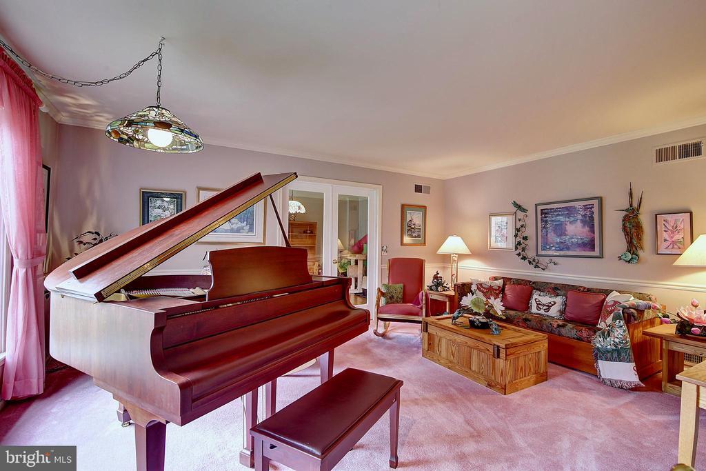 Living Room - 5449 MUSSETTER RD, IJAMSVILLE