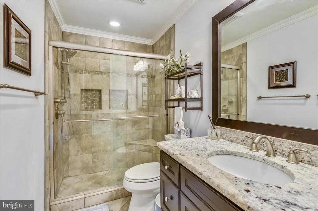 Updated Upper Hall Bath - 6488 CRAYFORD ST, BURKE