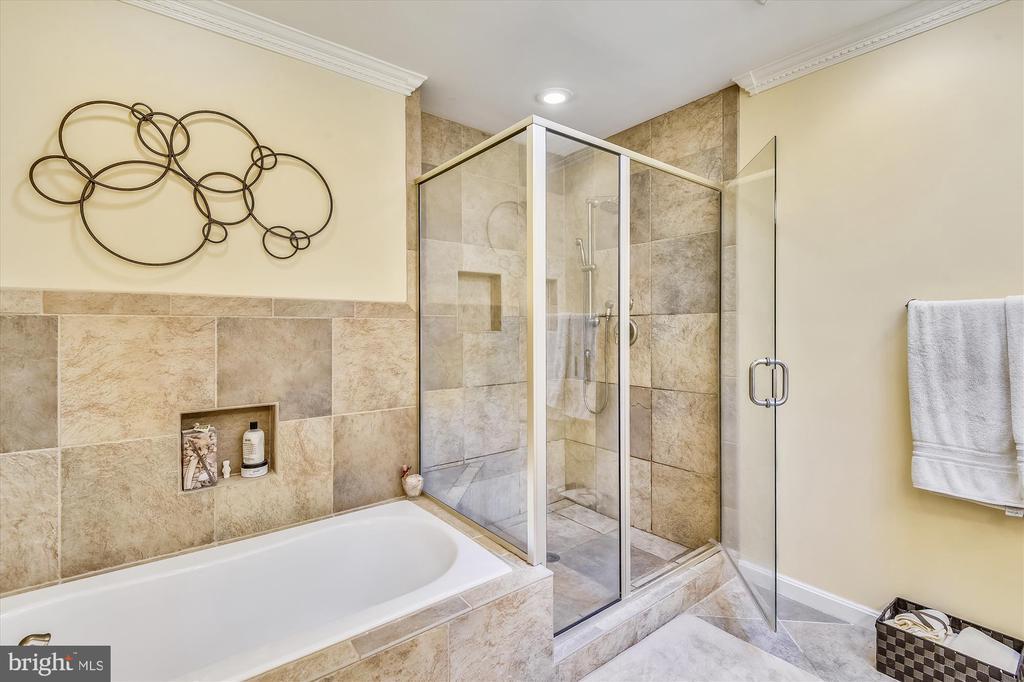 Updated Master Bath w/Custom Tile - 6488 CRAYFORD ST, BURKE