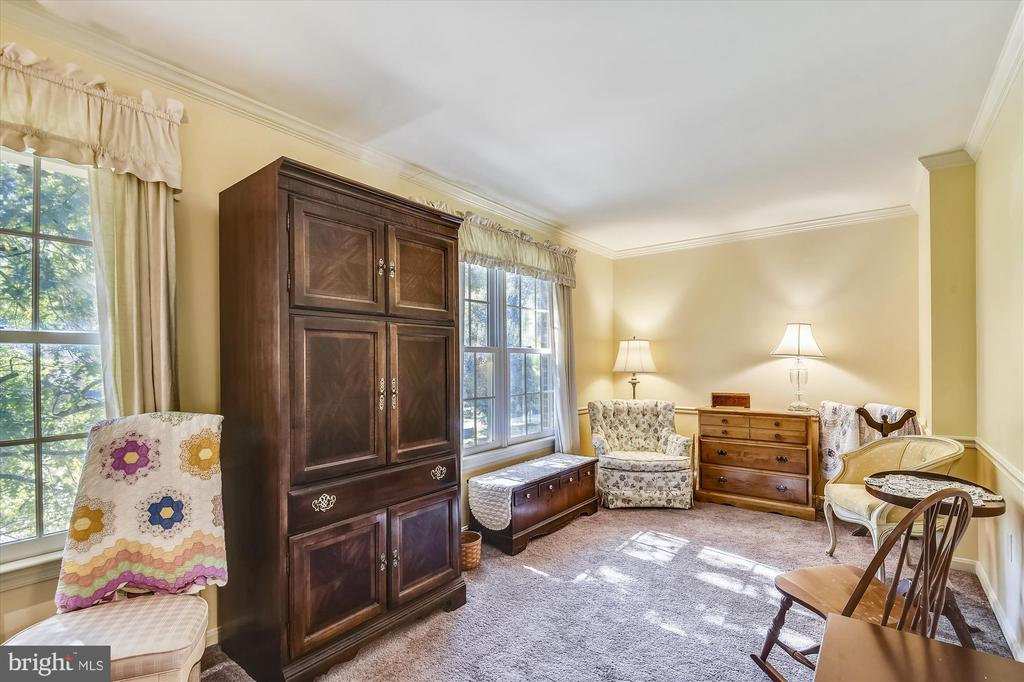 MBR Sitting Rm-can easily convert to 4th BR - 6488 CRAYFORD ST, BURKE