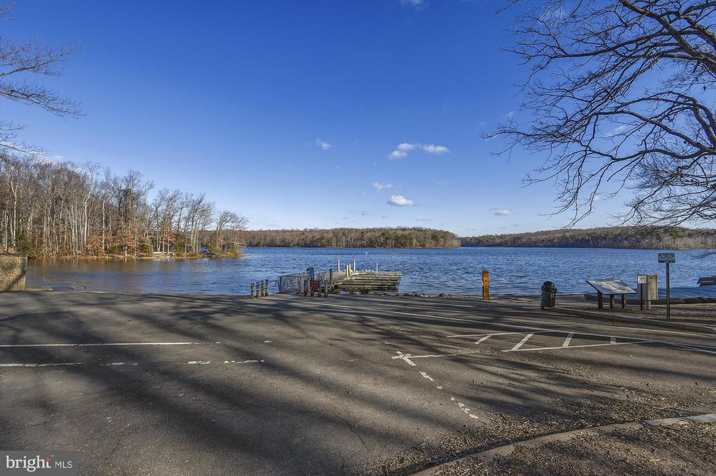 Burke Lake - 6488 CRAYFORD ST, BURKE