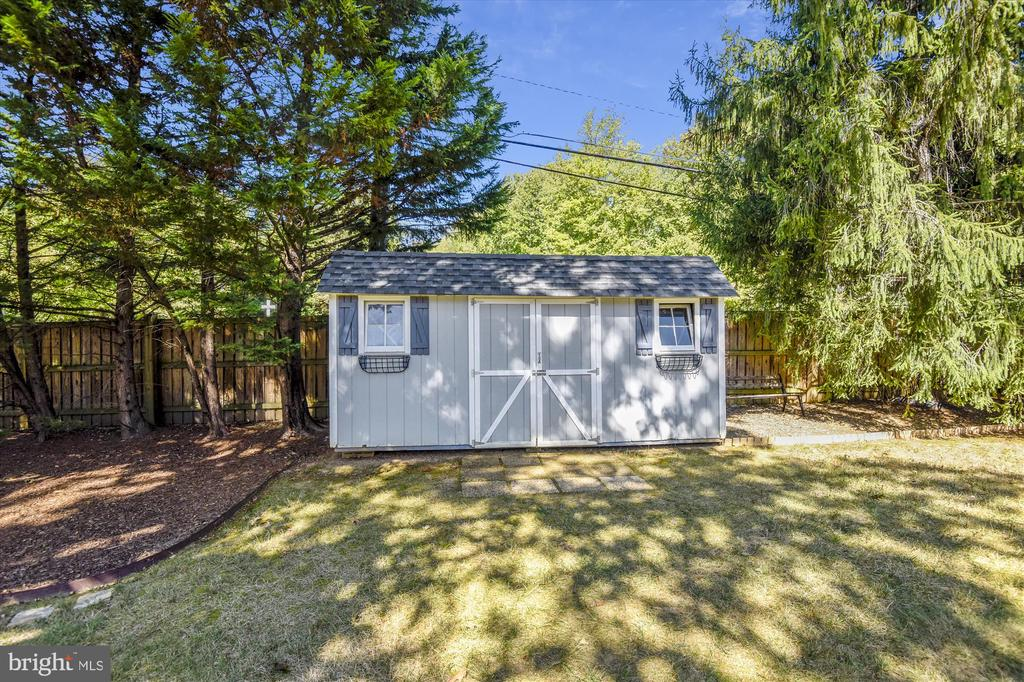 Shed with Power - 6488 CRAYFORD ST, BURKE