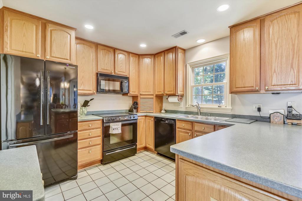 Kitchen - 6488 CRAYFORD ST, BURKE
