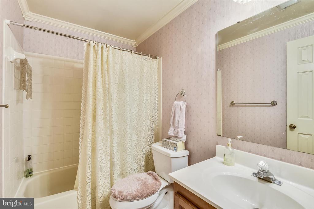 Lower Level Bath - 6488 CRAYFORD ST, BURKE
