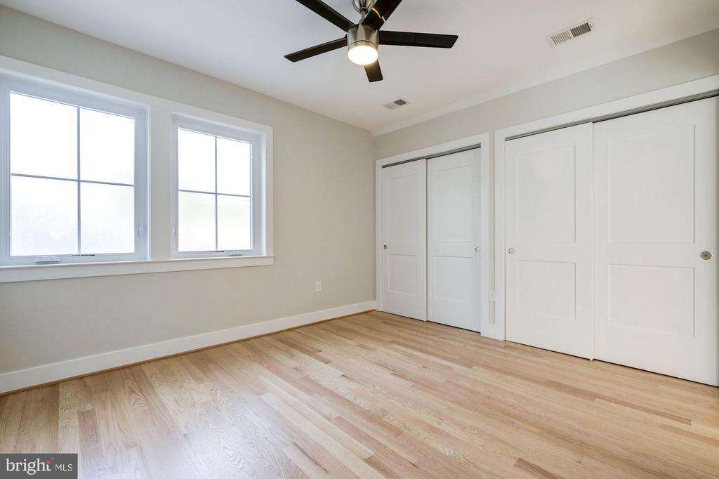 Attic Level Bedroom w/Spacious Closet - 9506 SEMINOLE ST, SILVER SPRING