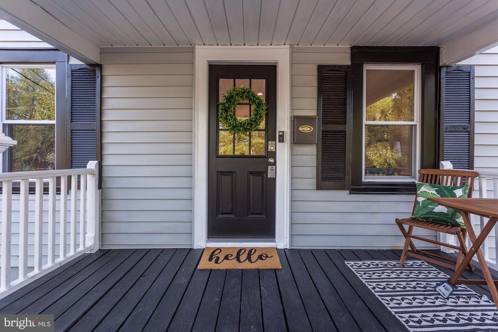 Front porch - 112 S BARTON ST, ARLINGTON