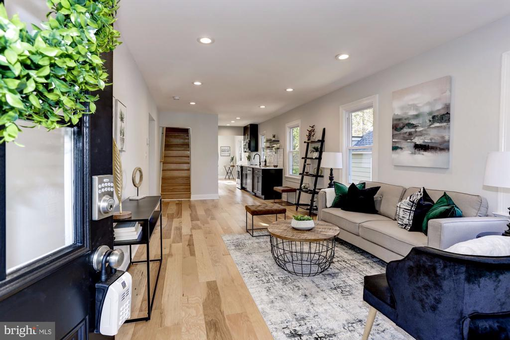 Walking inside to your new home - 112 S BARTON ST, ARLINGTON