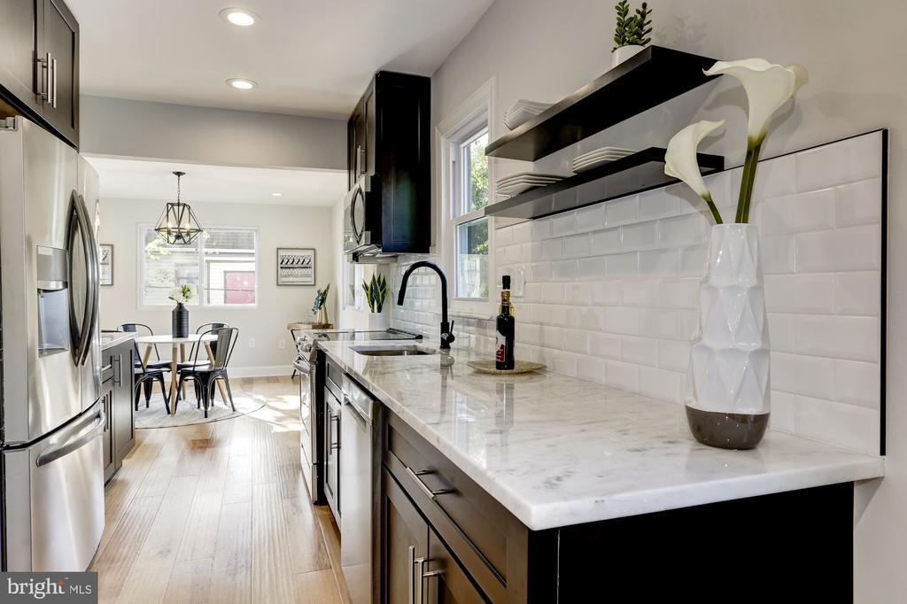 Kitchen with espresso soft close cabinets - 112 S BARTON ST, ARLINGTON