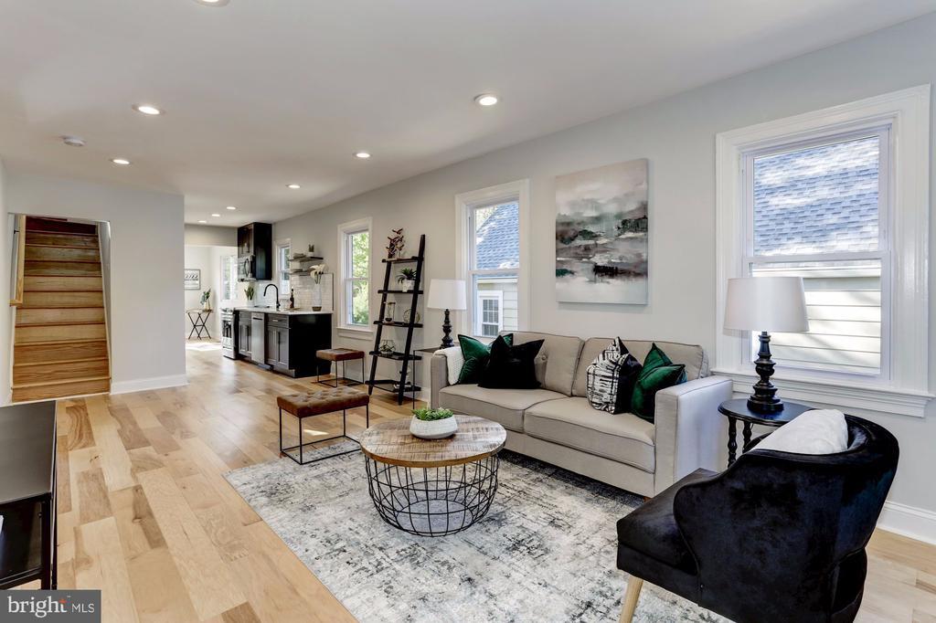 Living room with wide plank flooring - 112 S BARTON ST, ARLINGTON