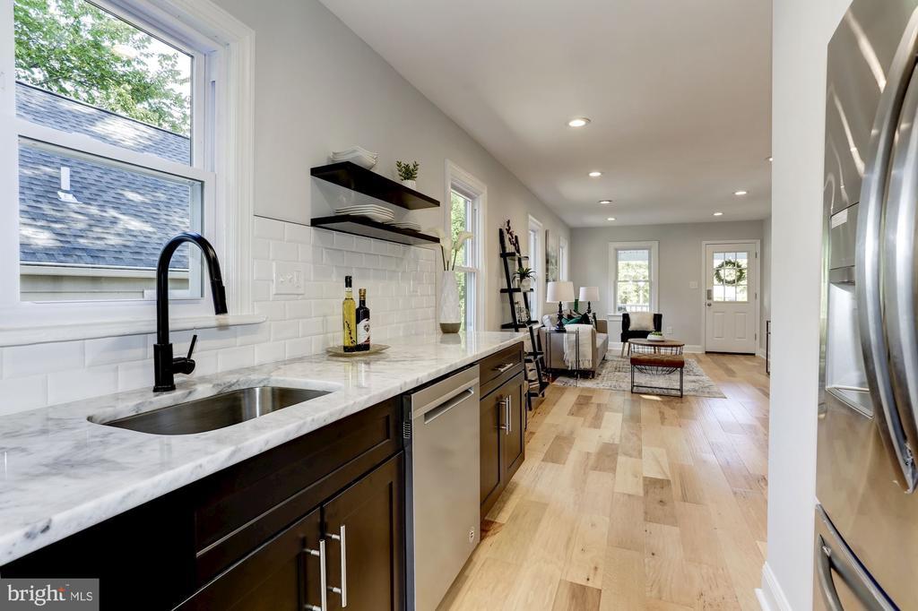 Kitchen with touchless faucet - 112 S BARTON ST, ARLINGTON