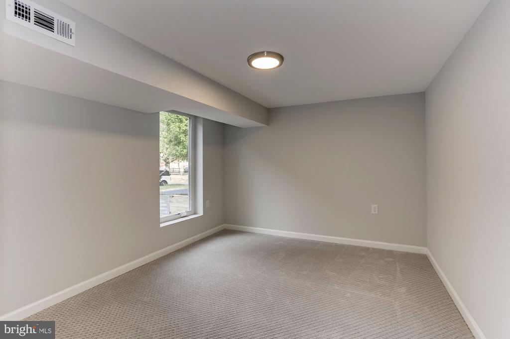 Lower level bedroom #4 with egress window - 112 S BARTON ST, ARLINGTON