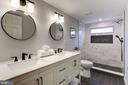 Upper level master bath - 112 S BARTON ST, ARLINGTON